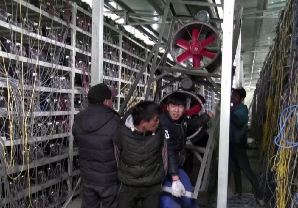 На китайских майнеров претендуют Индия и Канада